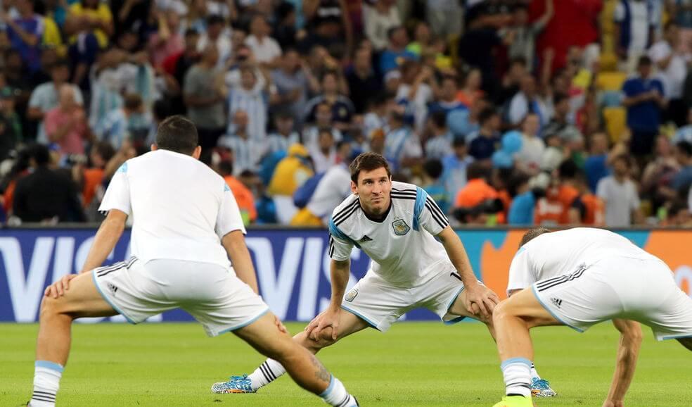 Messi estirando